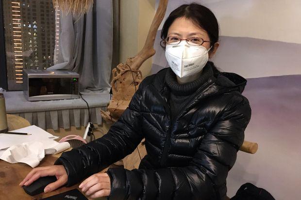 Nữ bác sĩ kiên cường khi đồng nghiệp và bố mẹ nhiễm virus corona: Nếu chúng tôi cũng ngã xuống, ai sẽ chữa trị cho mọi người? - Ảnh 1.