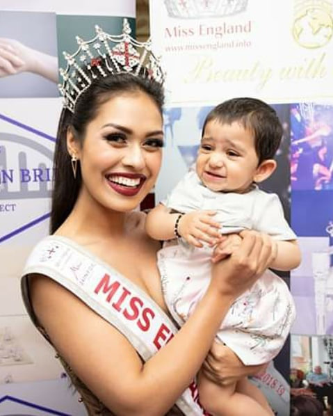Hoa hậu Anh 2019: Profile khủng với IQ 146, khiến thế giới xúc động khi cất vương miện về làm bác sĩ chống dịch COVID-19 - ảnh 10