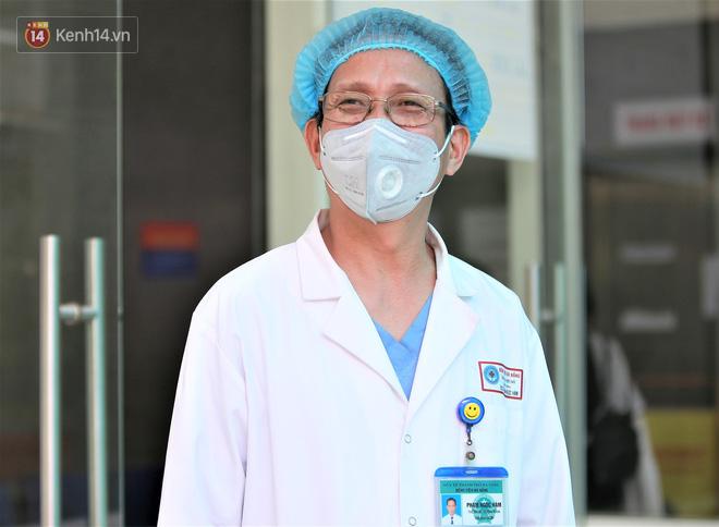 Nụ cười sau lớp khẩu trang của các bác sĩ chữa khỏi 6 ca bệnh Covid-19 ở Đà Nẵng: Tổ quốc gọi, chúng tôi luôn sẵn sàng. Chúng tôi không e sợ! - ảnh 6