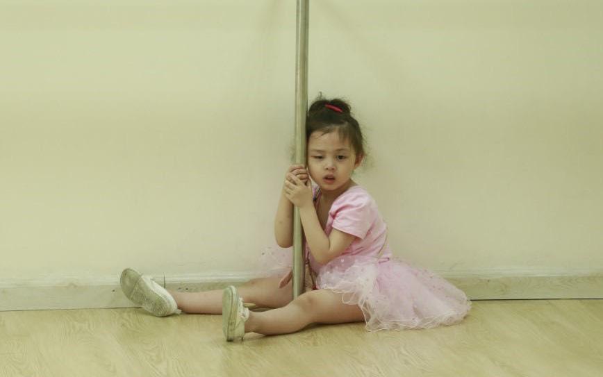 Heo Mi Nhon bật khóc khi thấy con gái Cam Cam dũng cảm vượt qua nỗi sợ