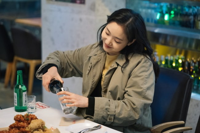 Kim distributes Lee Min Ho and continues to invite Kim Go Eun to eat chicken in Episode 3 of the Eternal King, are you passionate? - Picture 2.