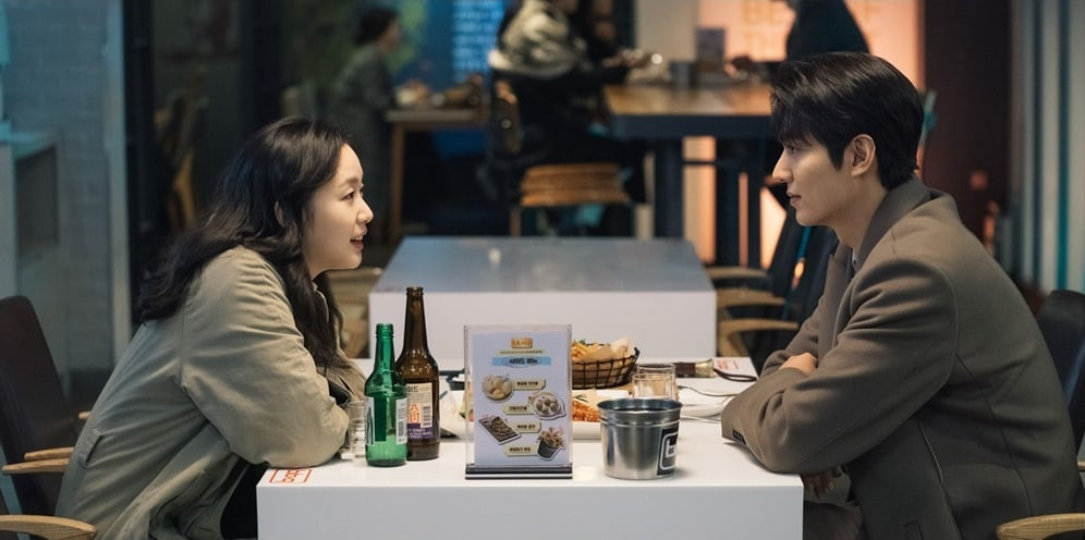 Kim distributes Lee Min Ho and continues to invite Kim Go Eun to eat chicken in Episode 3 of the Eternal King, are you passionate? - Picture 3.
