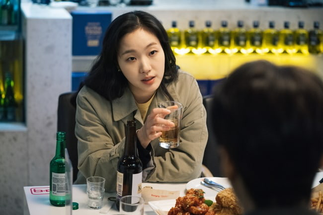 Kim distributes Lee Min Ho and continues to invite Kim Go Eun to eat chicken in Episode 3 of the Eternal King, are you passionate? - Picture 4.