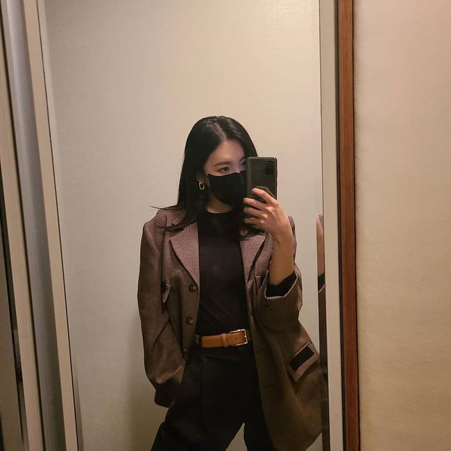 Loạt ý tưởng diện đồ cực xịn từ Sunmi giúp bạn diện lại quần áo cũ vẫn sành điệu không để đâu cho hết - ảnh 3