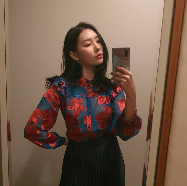 Loạt ý tưởng diện đồ cực xịn từ Sunmi giúp bạn diện lại quần áo cũ vẫn sành điệu không để đâu cho hết - ảnh 4