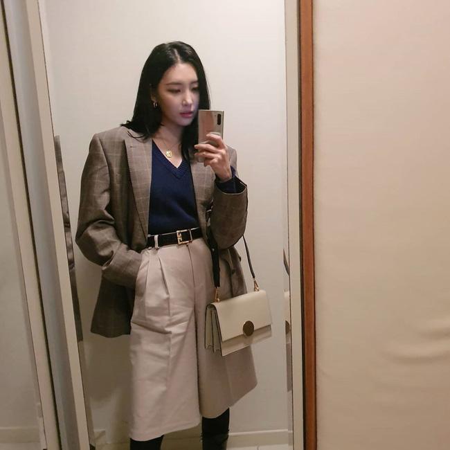 Loạt ý tưởng diện đồ cực xịn từ Sunmi giúp bạn diện lại quần áo cũ vẫn sành điệu không để đâu cho hết - ảnh 8