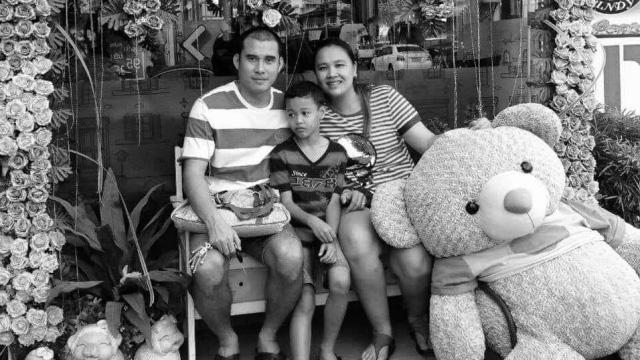 Chuyện buồn của cựu tuyển thủ Thái Lan có quốc tịch Việt Nam: Vợ qua đời vào những ngày dịch Covid-19 bùng phát, không thể đón người thân đến đưa tiễn - Ảnh 1.