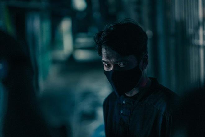 Chán làm thầy bùa Thiên Linh Cái, Quang Tuấn hóa sát thủ rượt đuổi Phương Anh Đào ná thở ở Bằng Chứng Vô Hình - ảnh 3