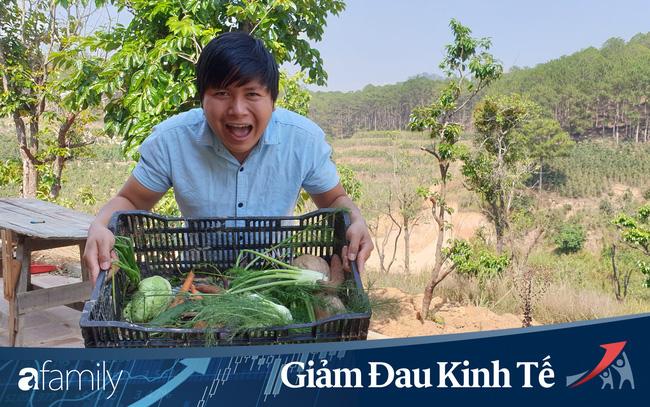Người Đà Lạt tự giải cứu mùa dịch: Thợ ảnh đi bán ve chai, giáo viên buôn nông sản, chủ homestay nhận việc nghề tay trái - Ảnh 7.