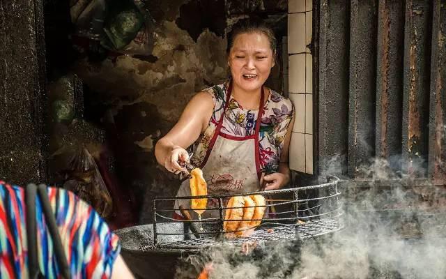 Vũ Hán hết phong tỏa, nhiều người tìm đến hàng thức ăn quen thuộc mới biết tin bà chủ đã qua đời