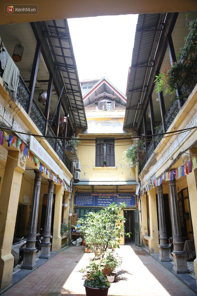Ngắm ngôi biệt thự 800m2 của đại gia giàu nhất phố cổ Hà Nội một thời, từng xuất hiện trên nhiều bộ phim nổi tiếng - ảnh 2
