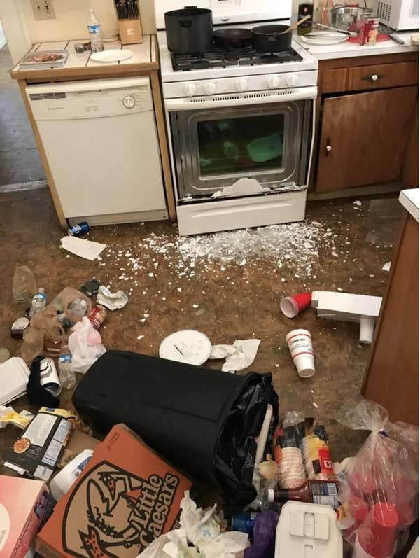 17 người đi vào bếp và biến mọi món ăn thành thảm họa chỉ trong một nốt nhạc - Ảnh 14.