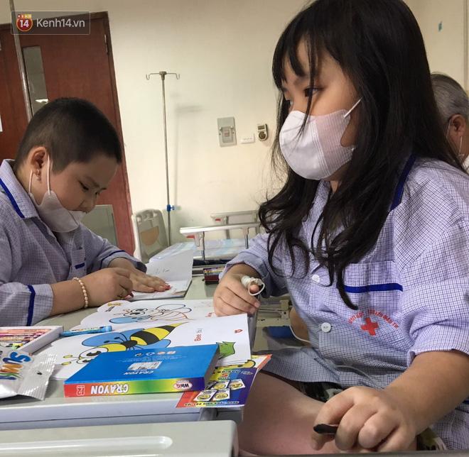"""Bé gái 8 tuổi bị ung thư máu buộc phải ghép tuỷ: """"Con ước đây chỉ là giấc mơ thôi mẹ, tỉnh dậy con sẽ khỏe mạnh như trước"""" - Ảnh 4."""