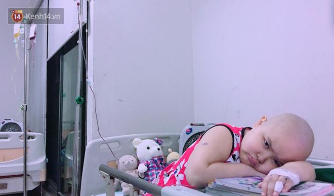 """Bé gái 8 tuổi bị ung thư máu buộc phải ghép tuỷ: """"Con ước đây chỉ là giấc mơ thôi mẹ, tỉnh dậy con sẽ khỏe mạnh như trước"""" - Ảnh 6."""