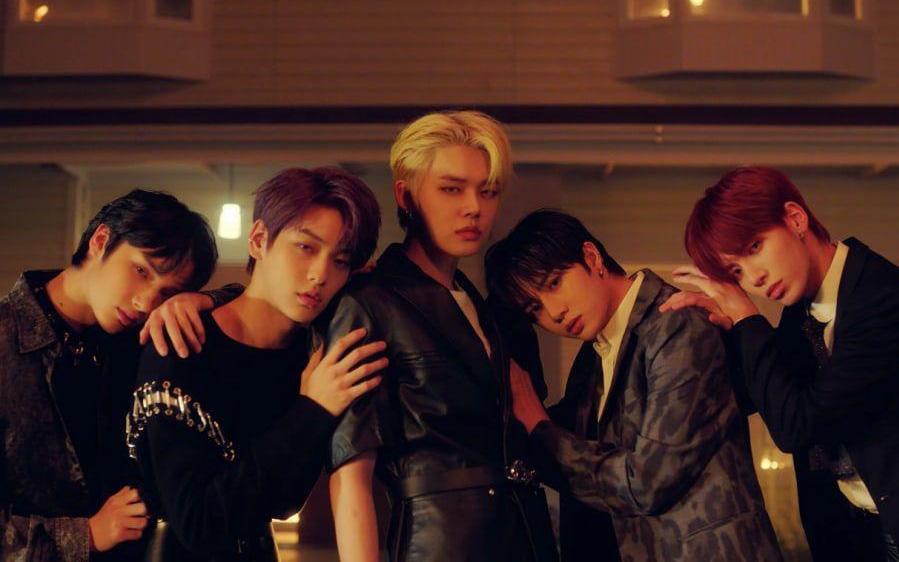 Số nhọ như TXT: Debut thì bị gièm pha ''ngậm thìa vàng'' nhờ BTS, đến ngày comeback thì mọi sự chú ý lại dồn cả vào scandal của Jungkook