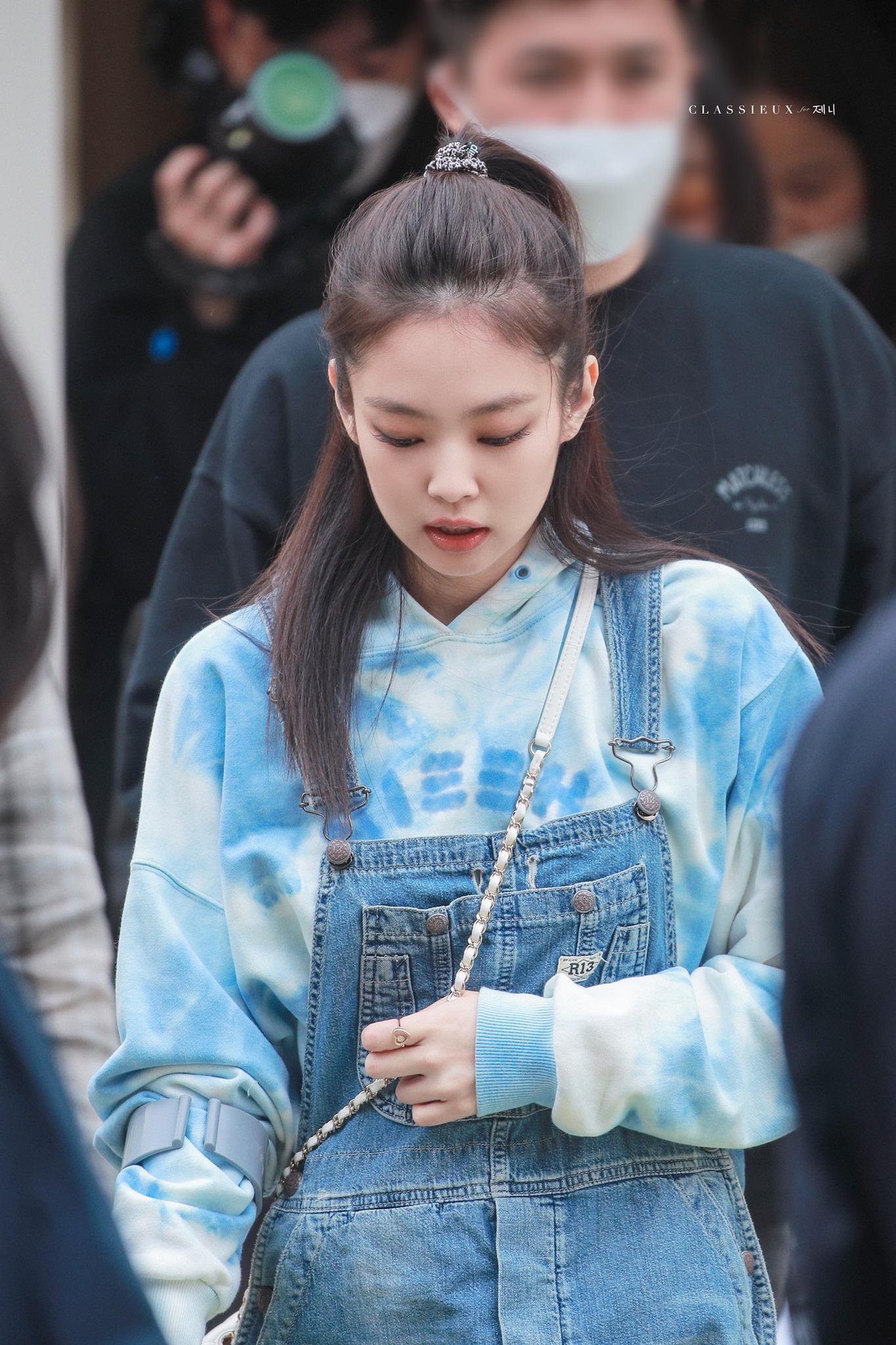 Style chọn chun buộc tóc của 3 girlgroup hàng đầu: Jennie, Joy diện phụ kiện xịn nhất, số còn lại chỉ mê đồ bình dân - Ảnh 5.