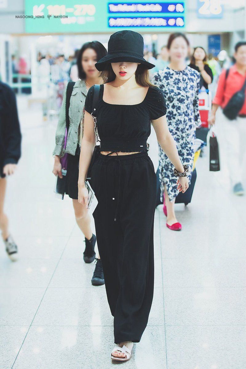 Style chọn chun buộc tóc của 3 girlgroup hàng đầu: Jennie, Joy diện phụ kiện xịn nhất, số còn lại chỉ mê đồ bình dân - Ảnh 8.