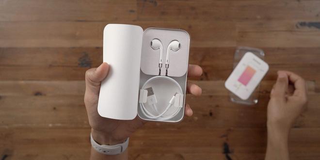 Apple có thể sẽ lại vòi tiền bằng cách bán iPhone 12 mà không có tai nghe EarPods đi kèm trong hộp - ảnh 1