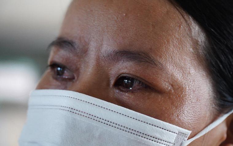 """Bệnh nhân Covid-19 ở Mê Linh khỏi bệnh: """"Từ khi vào đây đã 1 tháng rồi, ai cũng được về nhà, còn mỗi mình tôi nằm đến tận trưa hôm qua vẫn khóc"""""""