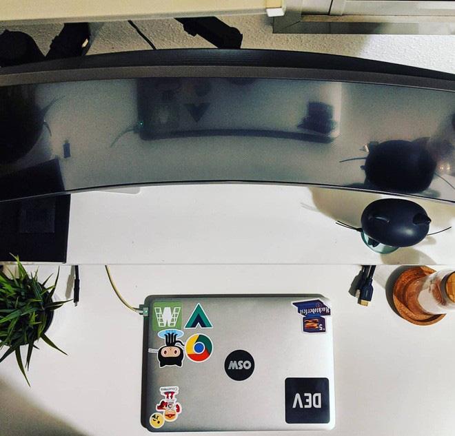 YouTuber tốn 3 năm để thiết kế góc làm việc cực xịn sò tại nhà, riêng tiền phụ kiện đã ngốn hơn 30 triệu - ảnh 3