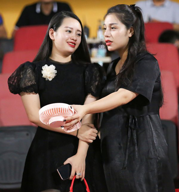 Chuyện bầu bì vẫn không hạ bệ được nhan sắc của dàn WAGs Việt, có người còn mặn mà hơn lúc chưa chồng - ảnh 7