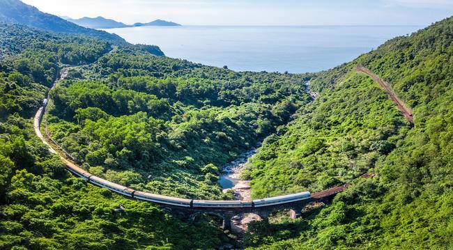 Lại xuất hiện chuyến tàu nối Huế - Đà Nẵng có nội thất xịn như trong phim, đặc biệt lại còn là tàu hơi nước đậm chất hoài cổ - Ảnh 2.