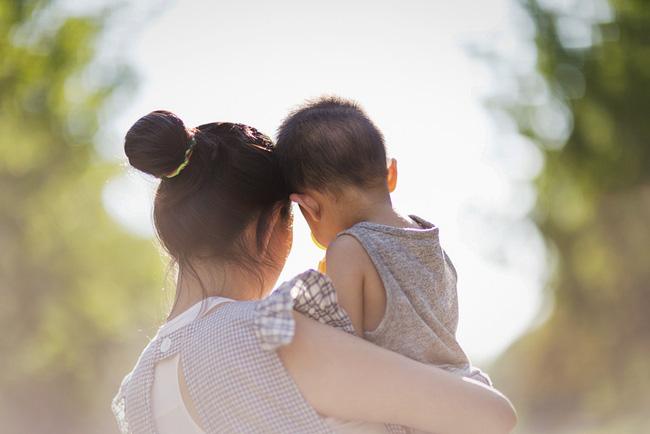 Cuộc chiến giành quyền nuôi con của một cặp đôi đồng giới và bi kịch của những người mẹ không cùng huyết thống với con cái ở Trung Quốc - ảnh 1