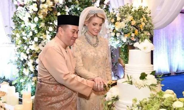 Từng bị phản đối vì quá khác biệt, nàng dâu ngoại quốc của hoàng gia Malaysia có cuộc sống thay đổi hoàn toàn sau 1 năm kết hôn với Thái tử - ảnh 1