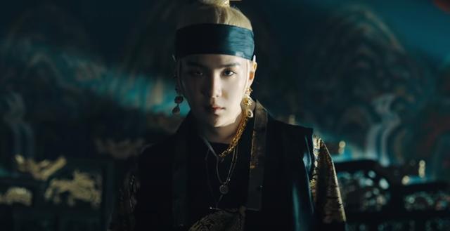 Giải mã MV của SUGA (BTS): Tên ca khúc là một điệu nhạc cổ, câu chuyện về vị Vua tàn bạo khét tiếng cùng rất nhiều biểu tượng văn hoá Hàn Quốc được cài cắm - ảnh 9