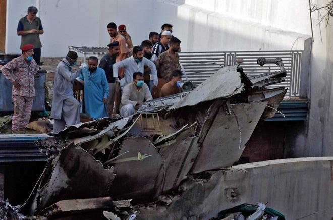 Pakistan cam kết điều tra minh bạch vụ rơi máy bay khiến 97 người chết - ảnh 1