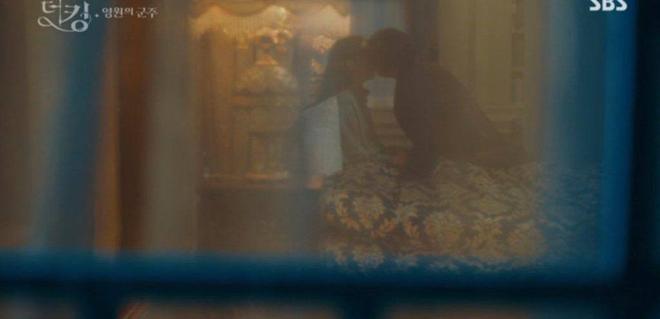 Tập 12 Quân Vương Bất Diệt trả bài cực hot cảnh giường chiếu của Lee Min Ho: Hết hôn cổ tới luôn bước hạ sinh thái tử? - ảnh 3