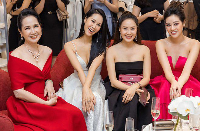 Ngoài đời khác hẳn trên phim: Khó nhận ra Hồng Diễm Hoa Hồng Trên Ngực Trái với style sang chảnh hết nút, sở hữu cả loạt đồ hiệu đắt đỏ - ảnh 7