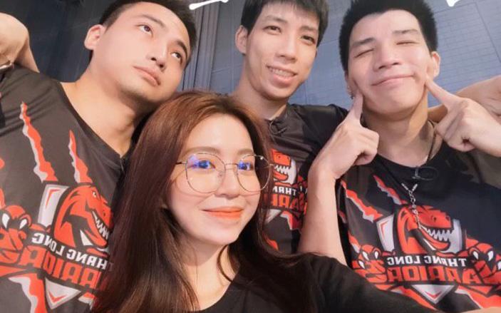 """Mẫn Tiên tiết lộ vai trò của mình trong hội 3 anh em hot boy bóng rổ kiêm luôn """"tổng tài"""": Có bạn trai như này lãi ghê!"""