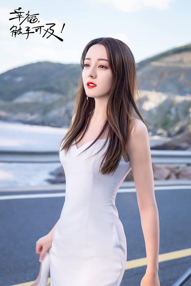 9 cô dâu nhan sắc đỉnh bức người ở màn ảnh Hoa ngữ: Cứ nghĩ thần thái là thế nhưng Địch Lệ Nhiệt Ba vẫn chưa phải đỉnh nhất nha! - ảnh 1