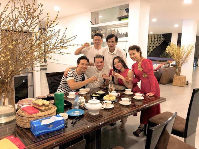 Khối tài sản của hội mỹ nhân Vbiz sinh con năm Chuột vàng: Ở nhà sang đi xế xịn, choáng nhất nữ ca sĩ chi 21 tỷ mua trang sức - ảnh 1