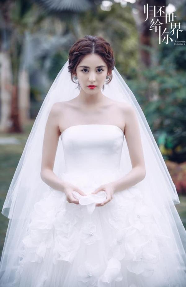 9 cô dâu nhan sắc đỉnh bức người ở màn ảnh Hoa ngữ: Cứ nghĩ thần thái là thế nhưng Địch Lệ Nhiệt Ba vẫn chưa phải đỉnh nhất nha! - ảnh 5
