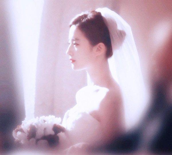 9 cô dâu nhan sắc đỉnh bức người ở màn ảnh Hoa ngữ: Cứ nghĩ thần thái là thế nhưng Địch Lệ Nhiệt Ba vẫn chưa phải đỉnh nhất nha! - ảnh 13