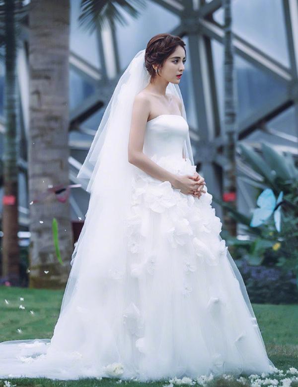 9 cô dâu nhan sắc đỉnh bức người ở màn ảnh Hoa ngữ: Cứ nghĩ thần thái là thế nhưng Địch Lệ Nhiệt Ba vẫn chưa phải đỉnh nhất nha! - ảnh 7