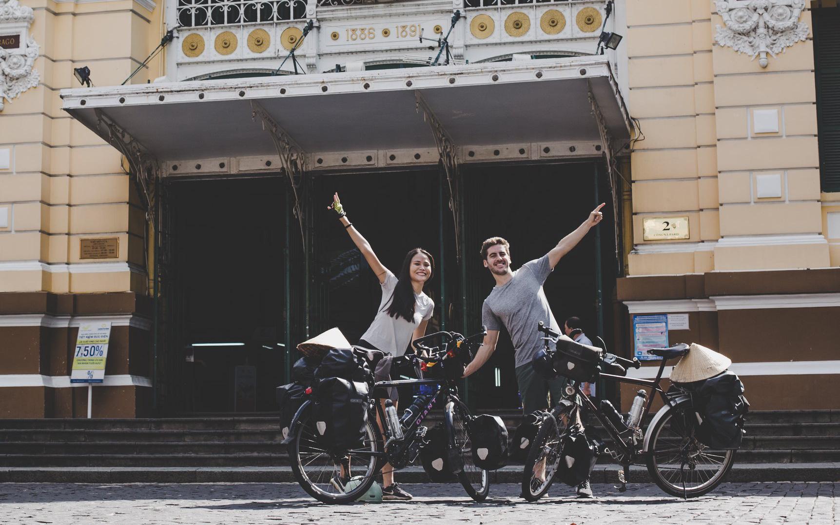 Cặp chồng Tây vợ Việt kết thúc 16.000km đạp xe từ Pháp về Việt Nam: Chặng cuối gian nan vì dịch bệnh Covid-19