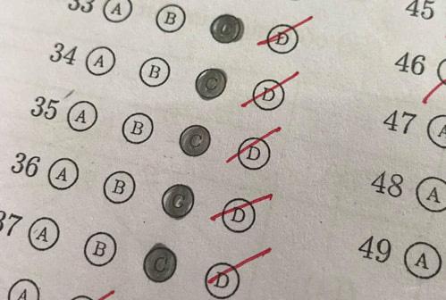 Nỗi nhục lớn nhất khi thi trắc nghiệm: Biết rõ đáp án đúng mà vẫn khoanh trật lất, tất cả đều do lỗi này mà ra - ảnh 6