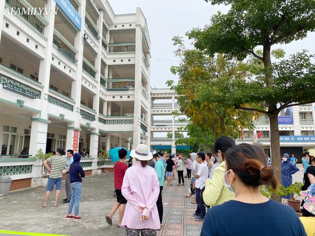 Học sinh đi học trong giai đoạn nắng nóng đỉnh điểm nhất năm, nhiều trường điều chỉnh quy định và thời gian học - ảnh 1