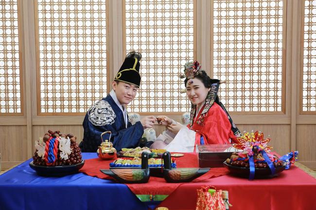 Sống độc thân đến già, kết hôn muộn, hôn nhân không sinh con,... là những cách sống mà giới trẻ Hàn Quốc đang hướng đến: Nguyên nhân vì sao? - ảnh 2