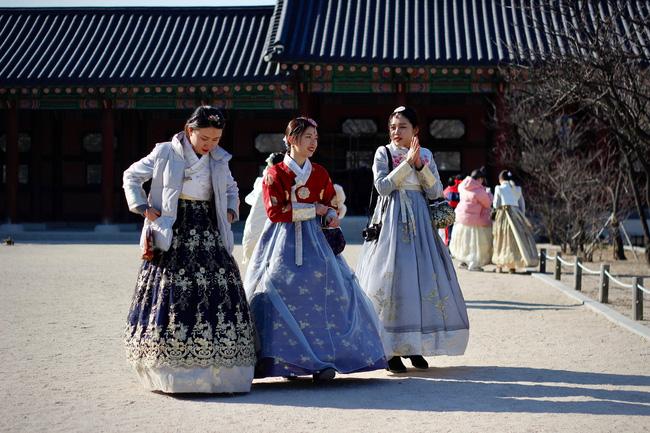 Sống độc thân đến già, kết hôn muộn, hôn nhân không sinh con,... là những cách sống mà giới trẻ Hàn Quốc đang hướng đến: Nguyên nhân vì sao? - ảnh 3