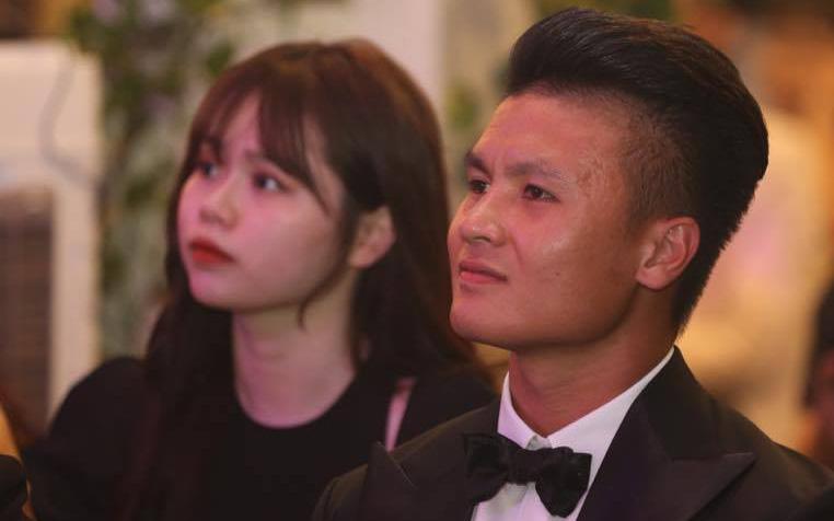 Lễ trao giải Quả Bóng Vàng Việt Nam 2019: Bạn gái cũng dự gala cổ vũ Quang Hải