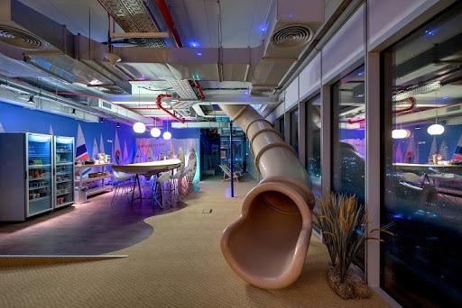 Sợ nhân viên ở nhà tránh Covid không hiệu quả, Google tặng mỗi người tận 20 triệu để... sắm sửa đồ tại gia - ảnh 3
