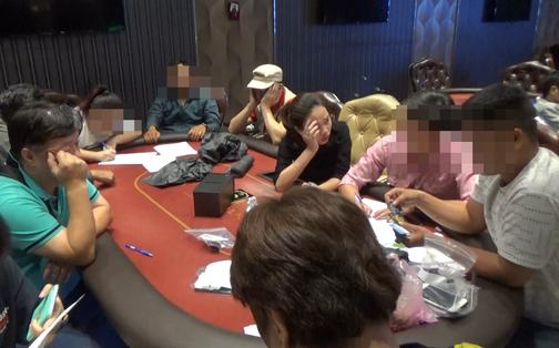 """Triệt phá sòng bạc Poker """"khủng"""" do người đàn ông Hàn Quốc điều hành trong căn biệt thự tại Sài Gòn"""