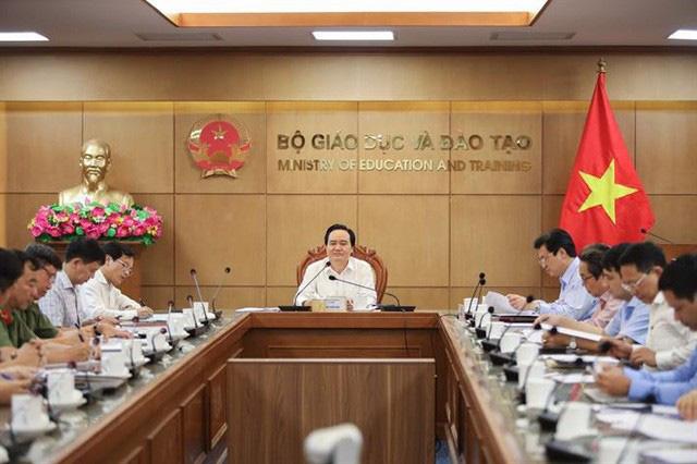 Thi tốt nghiệp THPT năm 2020: Bộ trưởng yêu cầu Tuyệt đối phải đảm bảo an toàn cho kỳ thi - Ảnh 1.