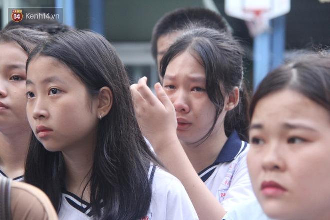 Trời lất phất mưa trong buổi đến trường cuối cùng của cậu học sinh lớp 6, hàng trăm người xót xa tiễn em về cõi vĩnh hằng - ảnh 15