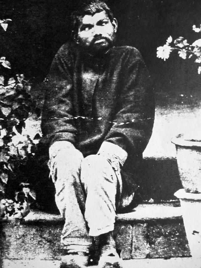 Nguyên mẫu đời thực của cậu bé rừng xanh: Không nói được tiếng người, sống như kẻ thiểu năng và chết trong bệnh tật sau 20 năm rời bầy sói - ảnh 1