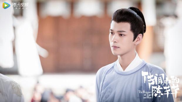Phát hiện hai nam chính Trần Thiên Thiên Trong Lời Đồn dùng ốp điện thoại đôi, fan liền đồn phim ngôn tình sắp thành đam mỹ - ảnh 5